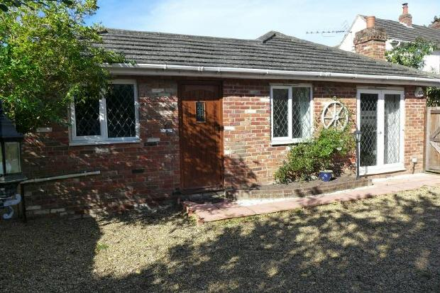 2 Bedrooms Bungalow