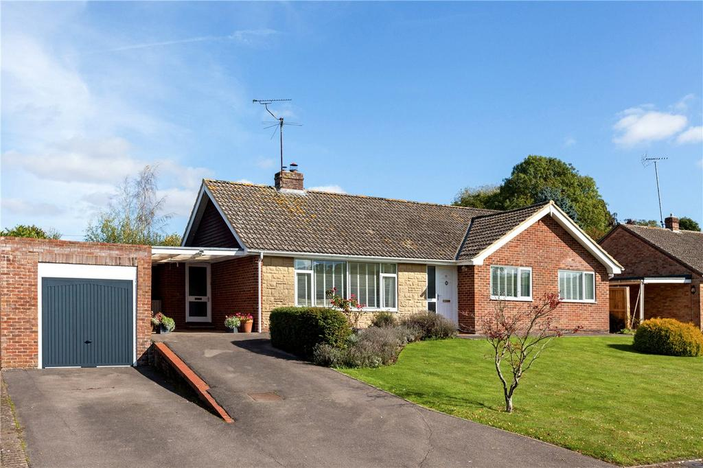 3 Bedrooms Detached Bungalow for sale in Downs Close, Eastbury, Hungerford, Berkshire, RG17