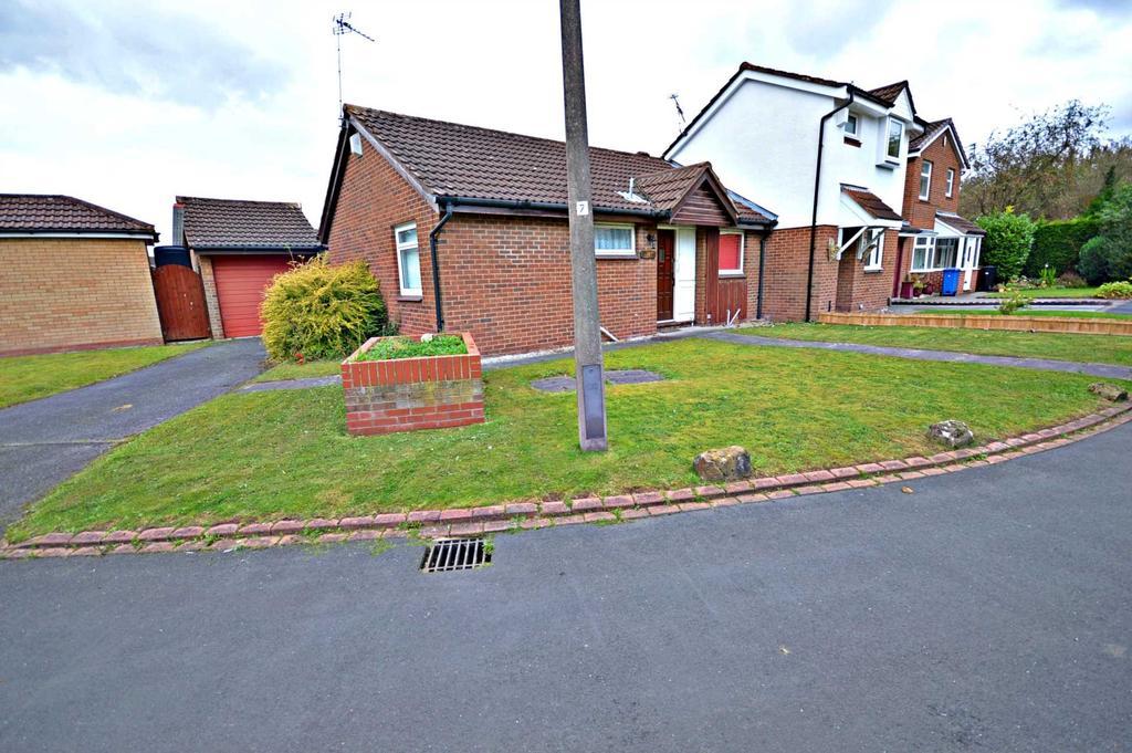 2 Bedrooms Semi Detached Bungalow for sale in Birdgend Close, Cheadle Hulme