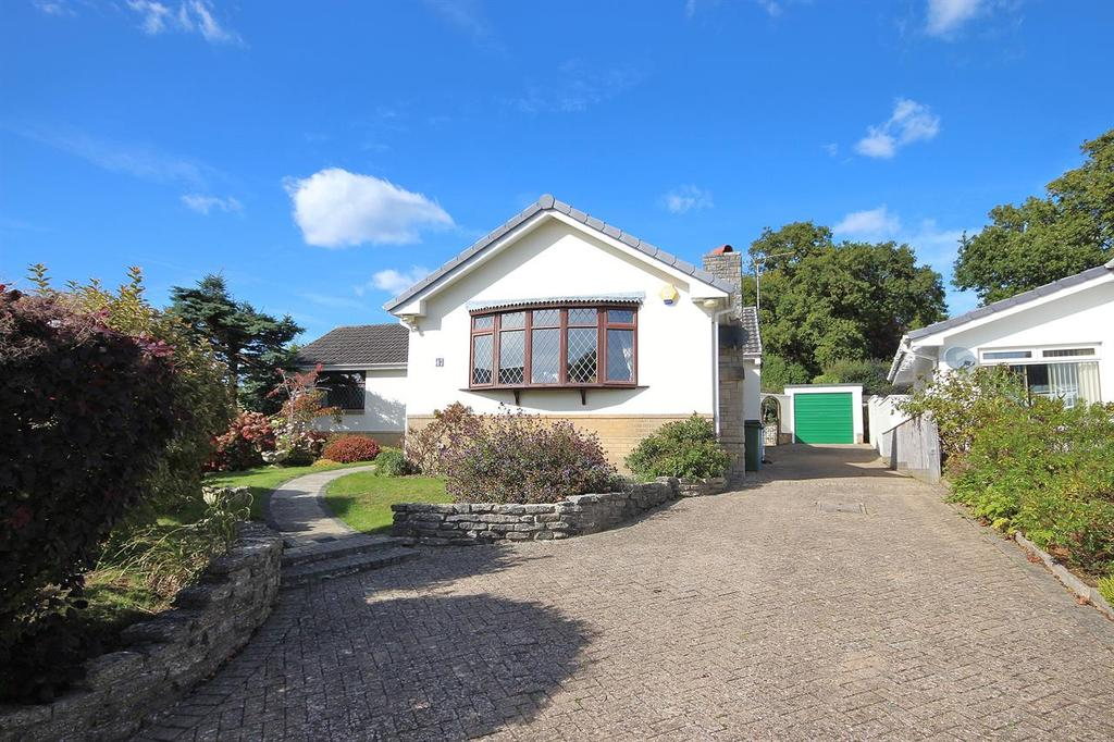 4 Bedrooms Detached Bungalow for sale in Steepleton Road, Broadstone