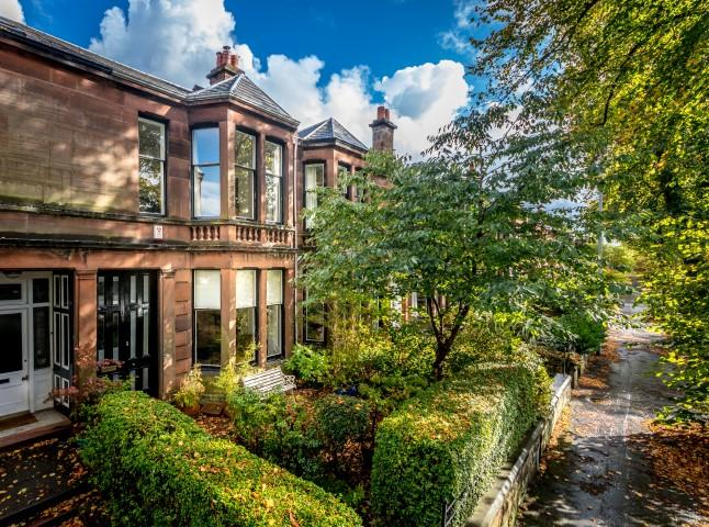 4 Bedrooms Terraced House for sale in 48 Rowallan Gardens, Broomhill, G11 7LJ