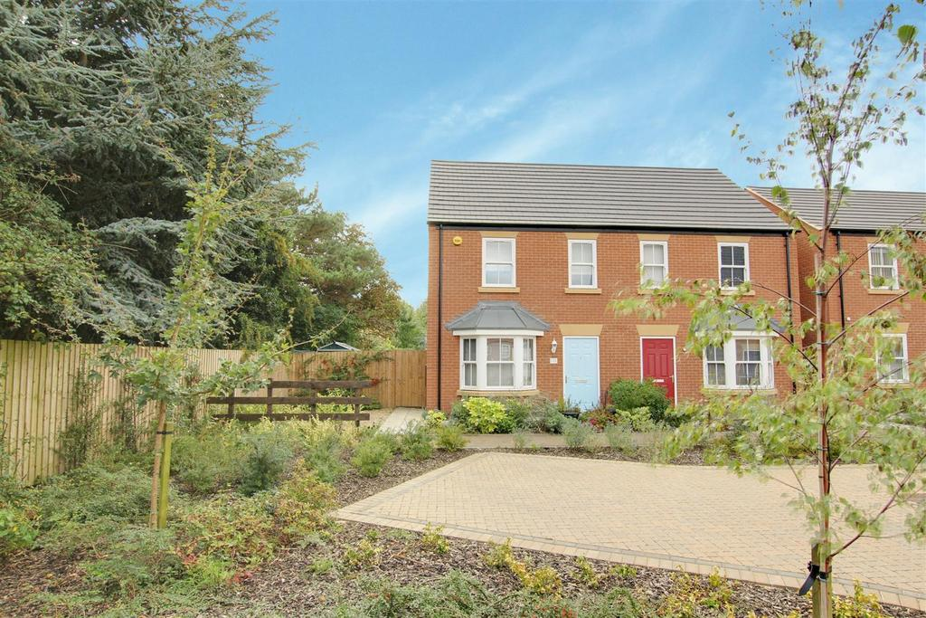 3 Bedrooms Semi Detached House for sale in 21 Hazel Walk, Alford