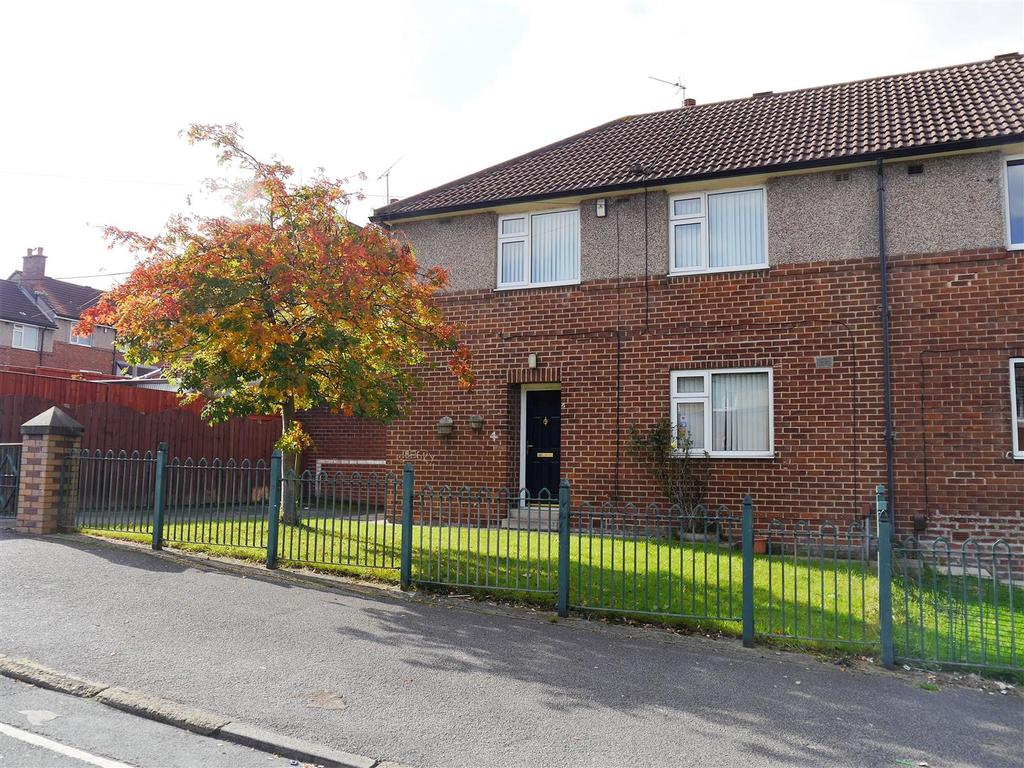 4 Bedrooms Semi Detached House for sale in Ringwood Road, Canterbury, Bradford, BD5 9LB