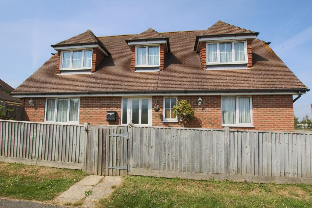 4 Bedrooms Detached House for sale in Lansdowne Road, Hailsham BN27