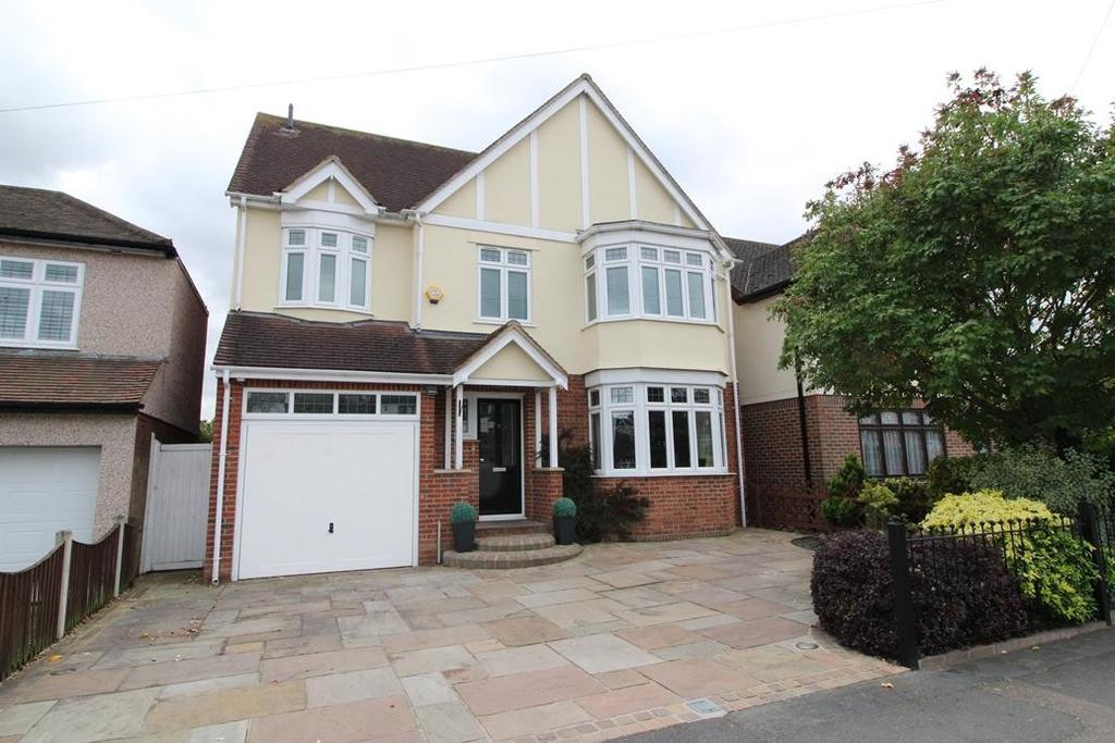 5 Bedrooms Detached House for sale in Ingrebourne Gardens, Upminster, Essex, RM14