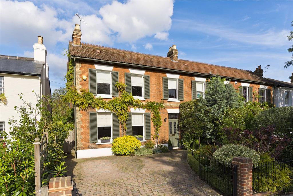 3 Bedrooms Semi Detached House for sale in Princes Road, Weybridge, Surrey, KT13