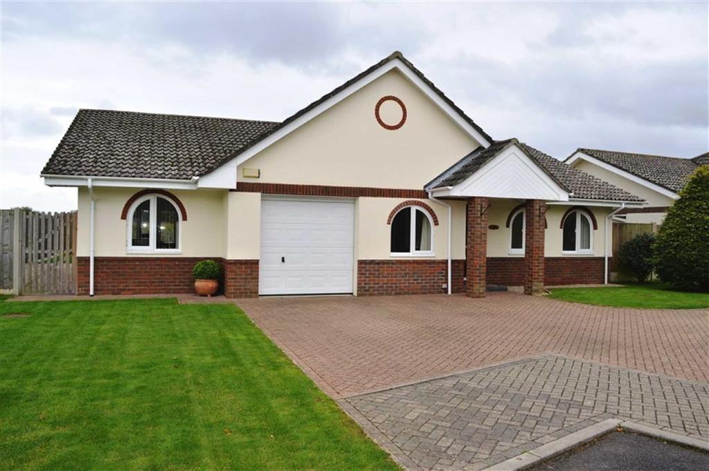 3 Bedrooms Detached Bungalow for sale in Fernway Close, Wimborne, Dorset