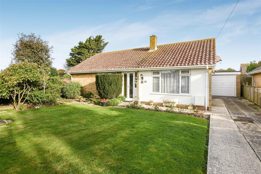 2 Bedrooms Detached Bungalow for sale in Grayswood Avenue, Bracklesham Bay