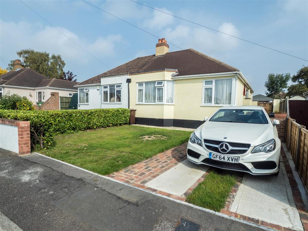 3 Bedrooms Bungalow for sale in Winifred Road, Bearsted, Maidstone
