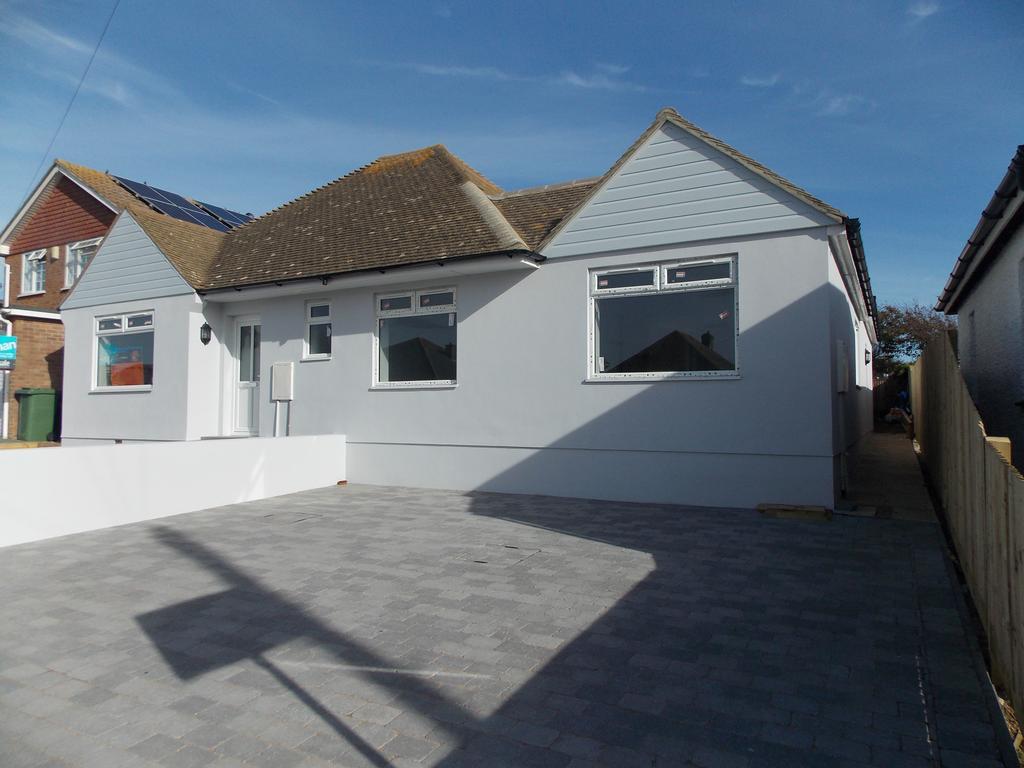 3 Bedrooms Semi Detached Bungalow for sale in Piddinghoe Avenue, Peacehaven, East Sussex