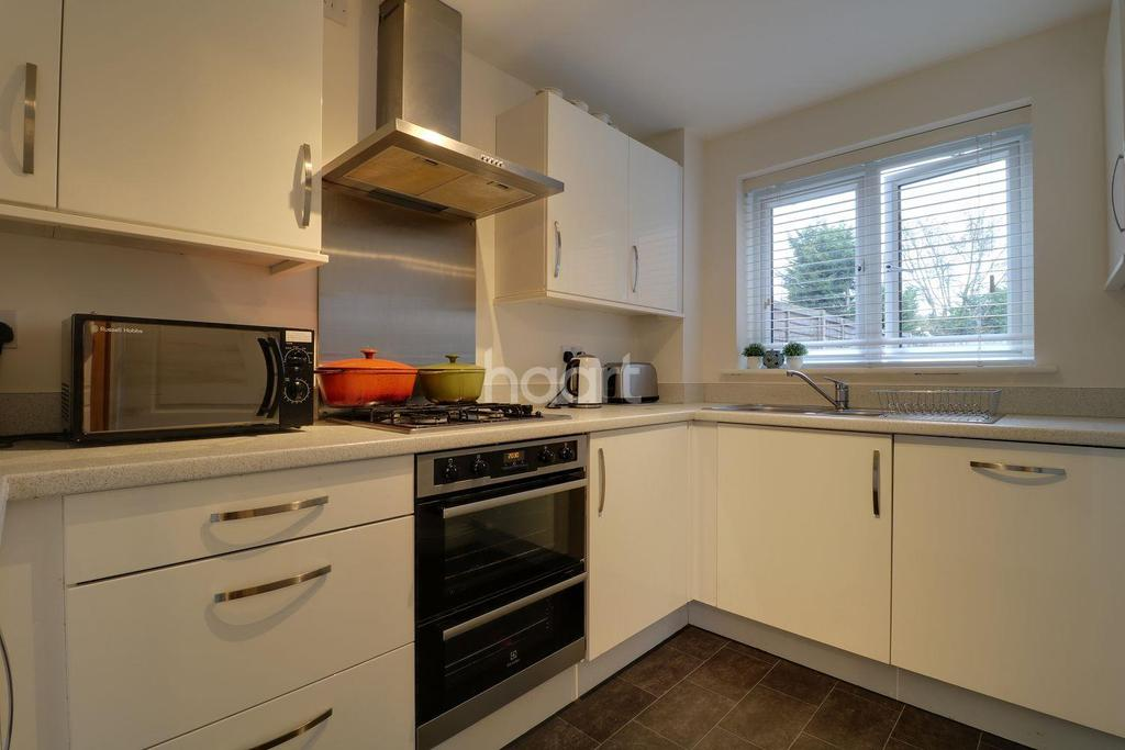 3 Bedrooms Semi Detached House for sale in Turnstile Square, Colchester.