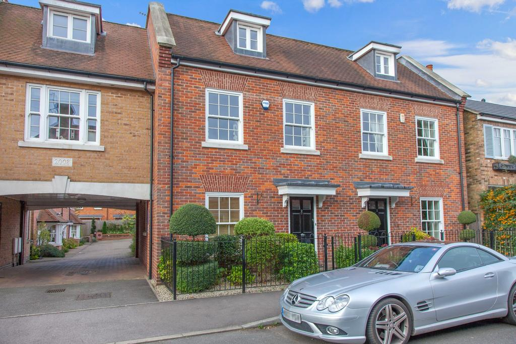 3 Bedrooms Town House for sale in Beaconsfield