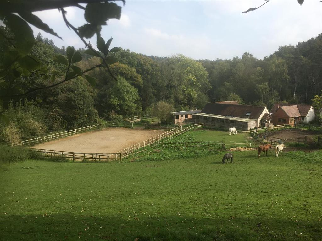 2 Bedrooms Equestrian Facility Character Property for sale in Broadmoor, Abinger Common, Dorking