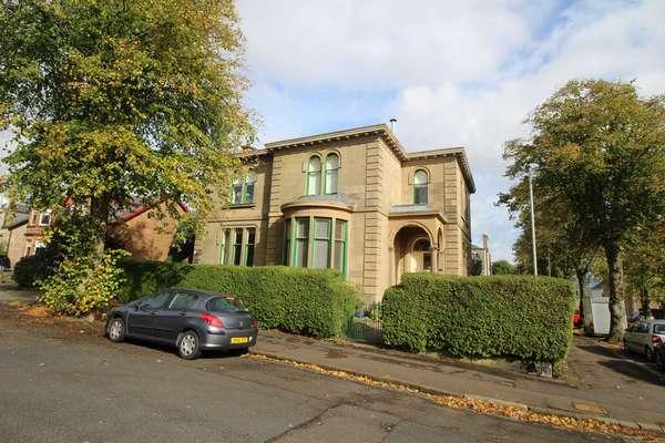 3 Bedrooms Flat for sale in 54 Brisbane Street, Greenock, PA16 8NT