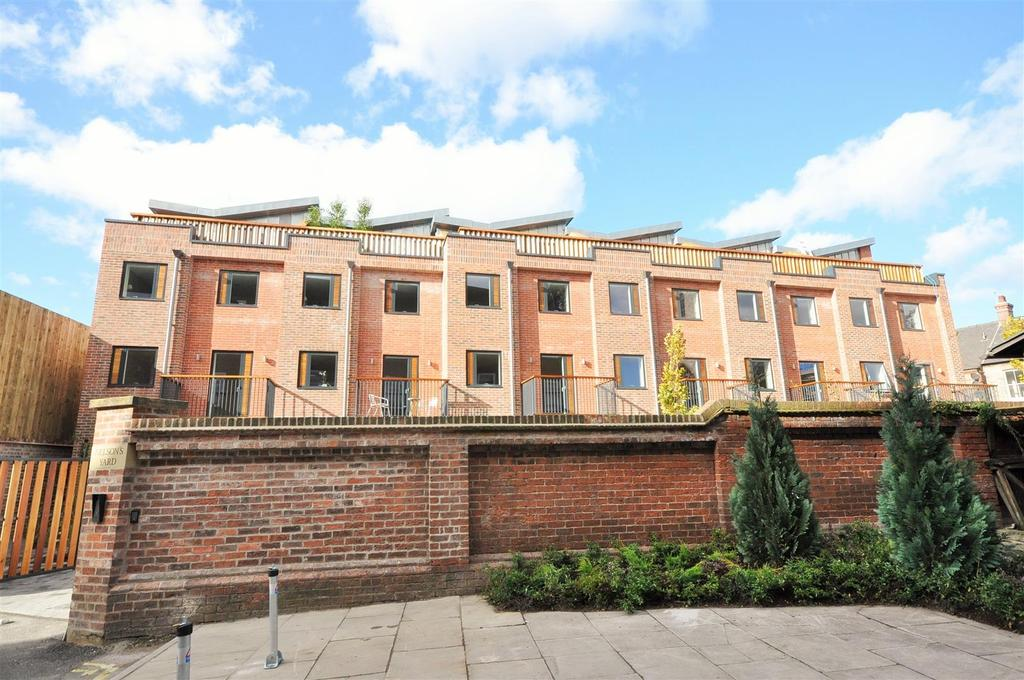 3 Bedrooms Town House for sale in 3 Nelson's Yard, Dennis Street, York YO1 9AA