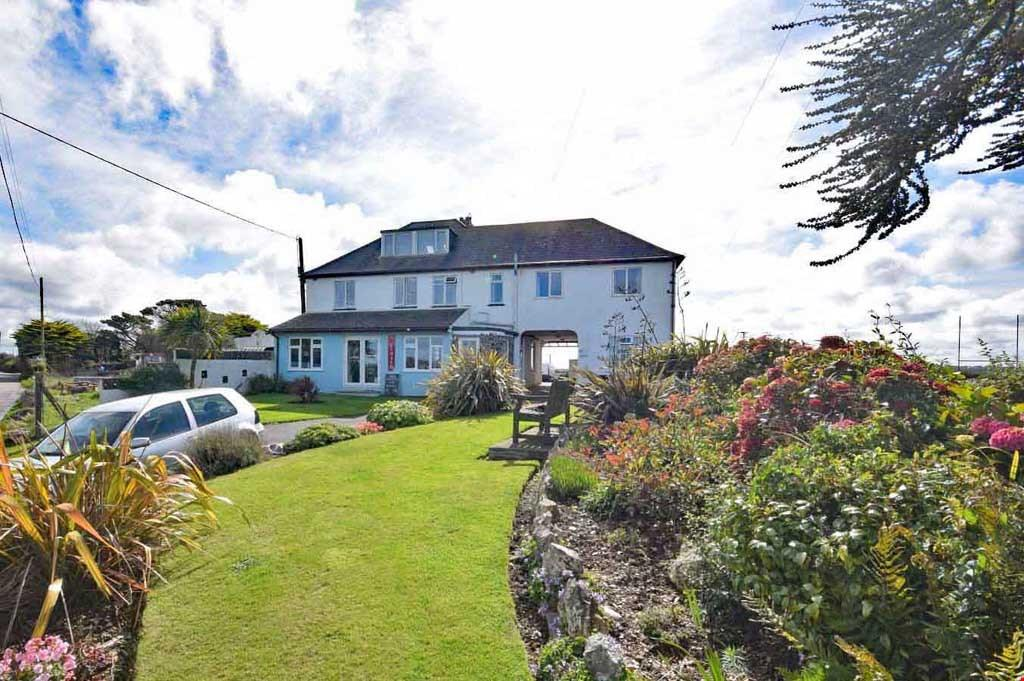 9 Bedrooms Detached House for sale in Crantock, Cornwall , TR8