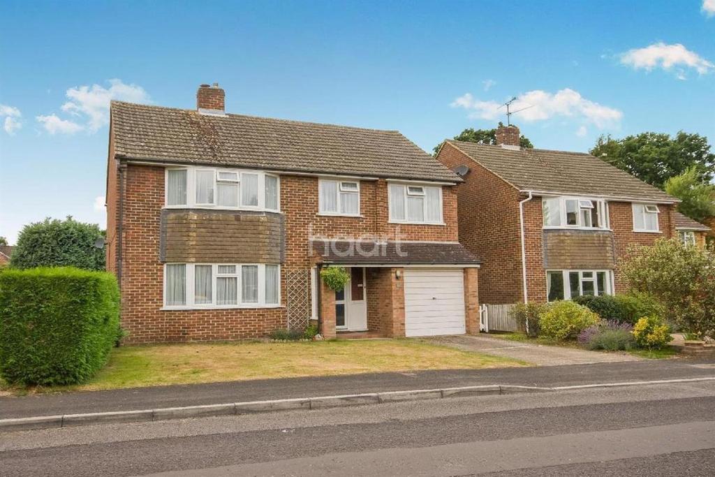 4 Bedrooms Detached House for sale in Kingscroft, Fleet