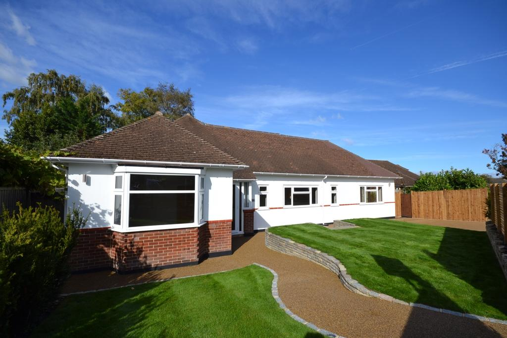 3 Bedrooms Bungalow for sale in Monks Way Orpington BR5