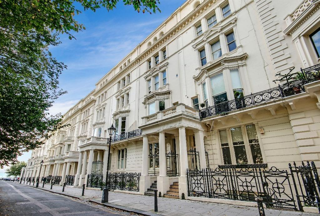 2 Bedrooms Flat for sale in Palmeira Square Hove East Sussex BN3