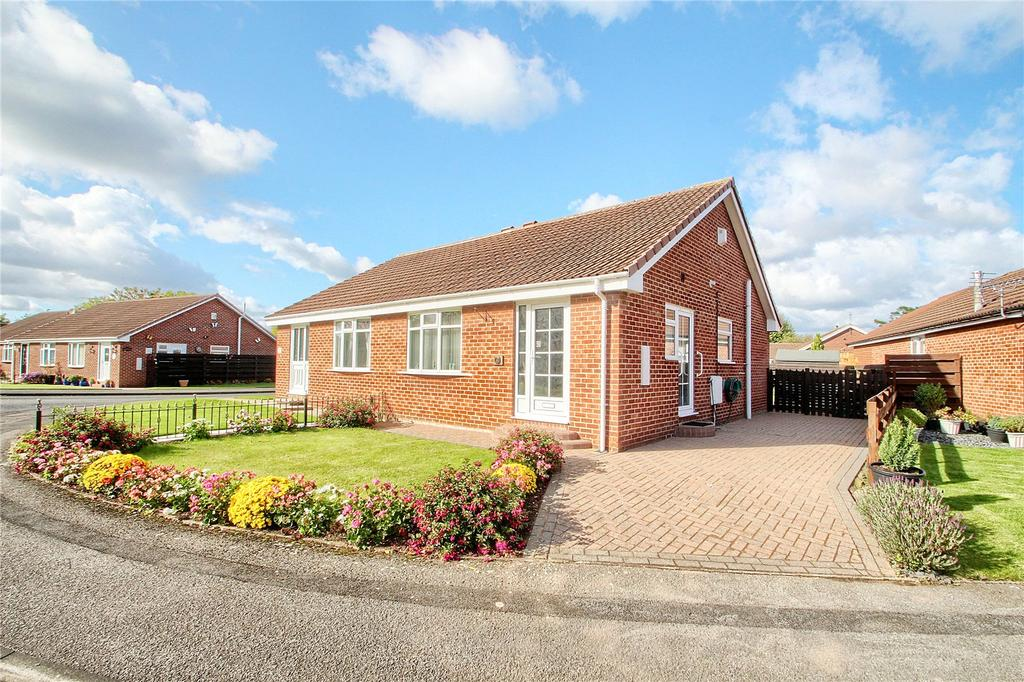 2 Bedrooms Semi Detached Bungalow for sale in Marley Close, Elm Tree