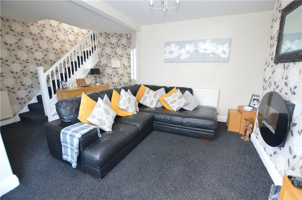 3 Bedrooms Semi Detached House for sale in Templenewsam Road, Leeds, West Yorkshire