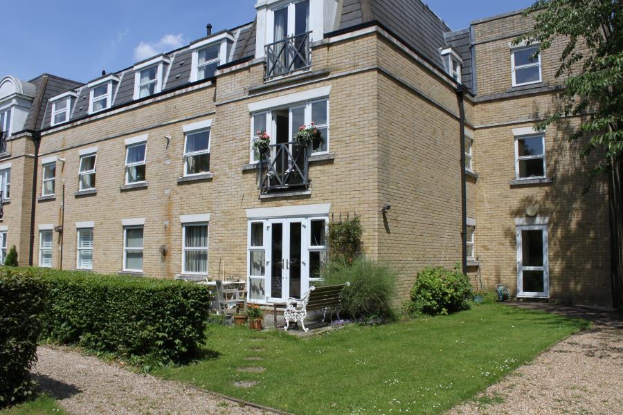2 Bedrooms Retirement Property for sale in Wildwood Court, Cedars Village, Chorleywood, Herts WD3