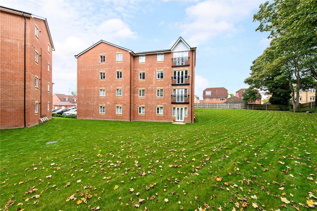 2 Bedrooms Flat for sale in Hawthorn House, 1 Plantation Close, Bushey, WD23