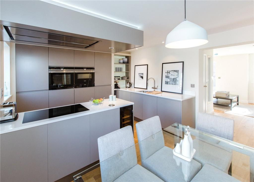 4 Bedrooms End Of Terrace House for sale in 1 Nelson's Yard, Walmgate, York, YO1