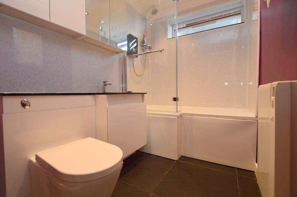 2 Bedrooms Apartment Flat for sale in James Court, Dunstable Road, Luton, LU4 0HN