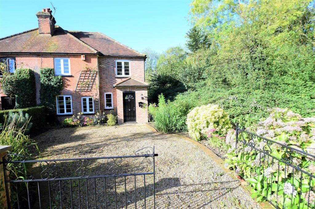 4 Bedrooms Semi Detached House for sale in Old Merrow Street, Merrow, Guildford, GU4 7AZ