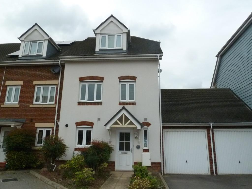 5 Bedrooms Town House for sale in Eaton Place, Larkfield