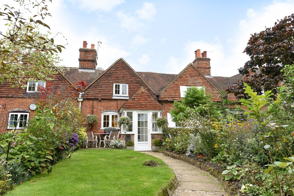 2 Bedrooms Cottage House for sale in Addington Green, Addington