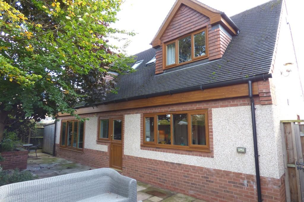 4 Bedrooms Detached House for sale in School Lane, Great Haywood, Stafford