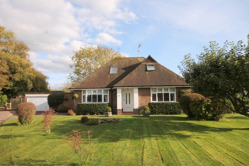 3 Bedrooms Detached Bungalow for sale in Rixons Orchard, Horsted Keynes, West Sussex