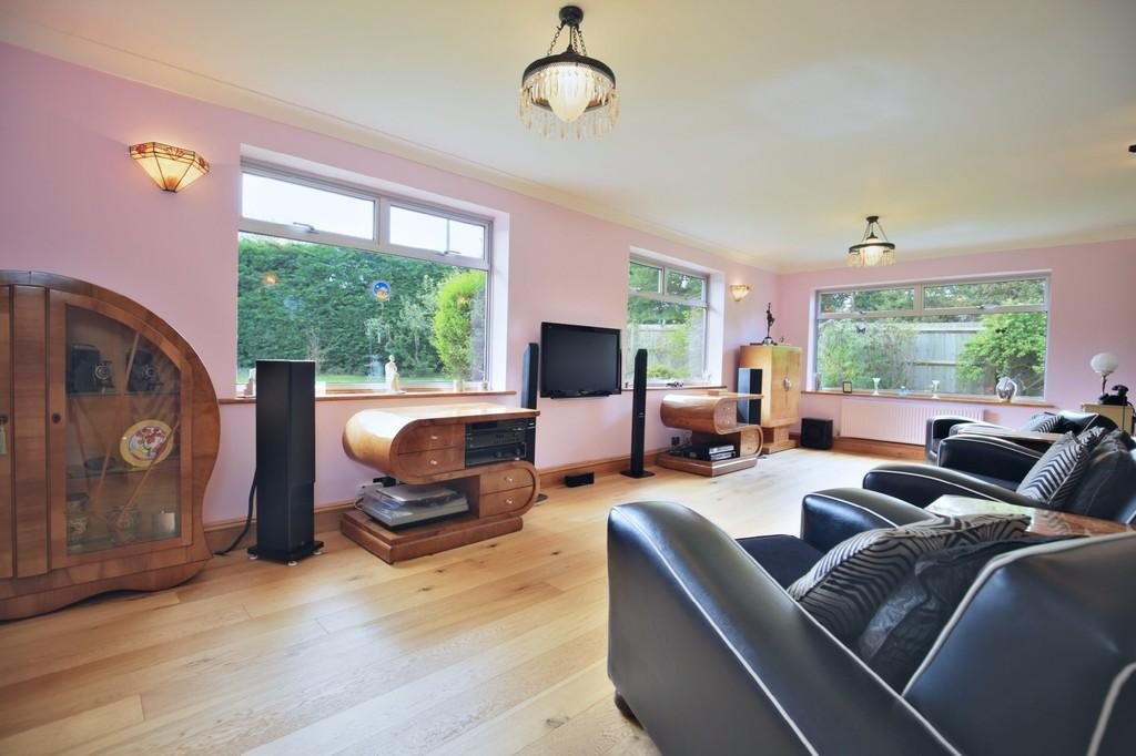 3 Bedrooms Detached House for sale in The Street, White Notley, CM8 1RQ