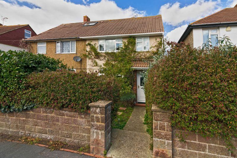 3 Bedrooms Semi Detached House for sale in Meadow Road, Worthing