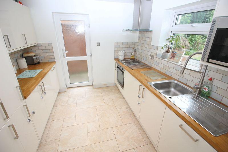 3 Bedrooms Semi Detached House for sale in Cleve Road, Sidcup, DA14 4RR