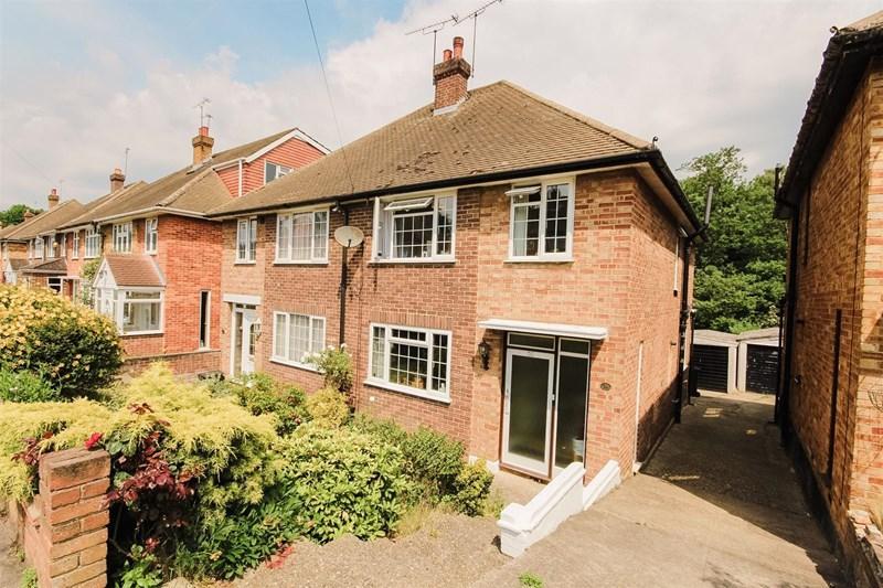 3 Bedrooms Semi Detached House for sale in Eden Road, Bexley