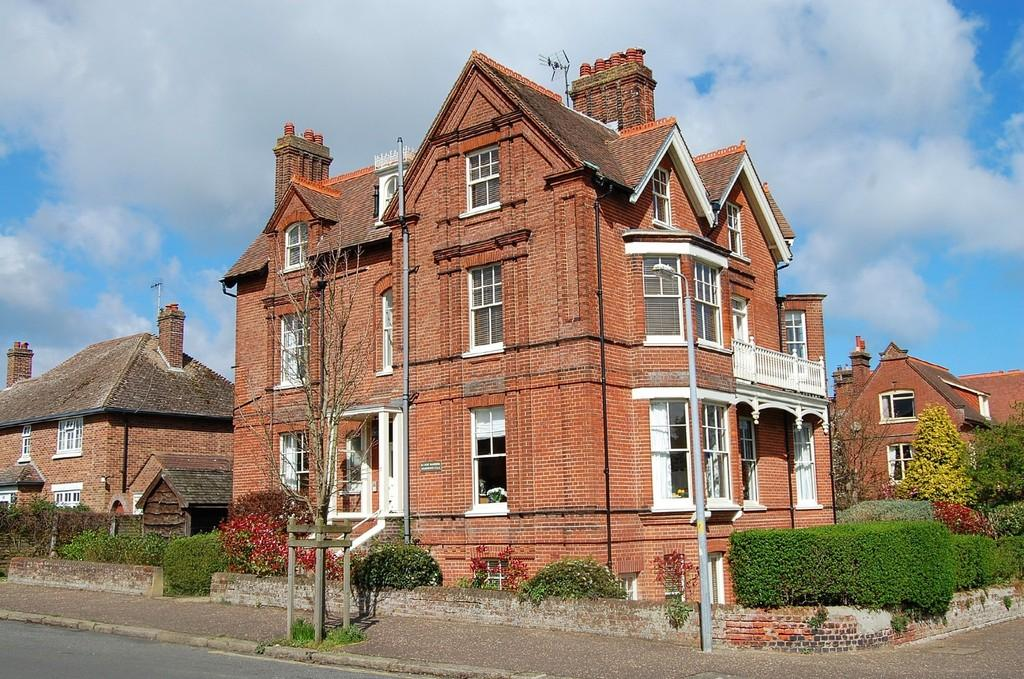 2 Bedrooms Penthouse Flat for sale in Cliff Avenue, Cromer