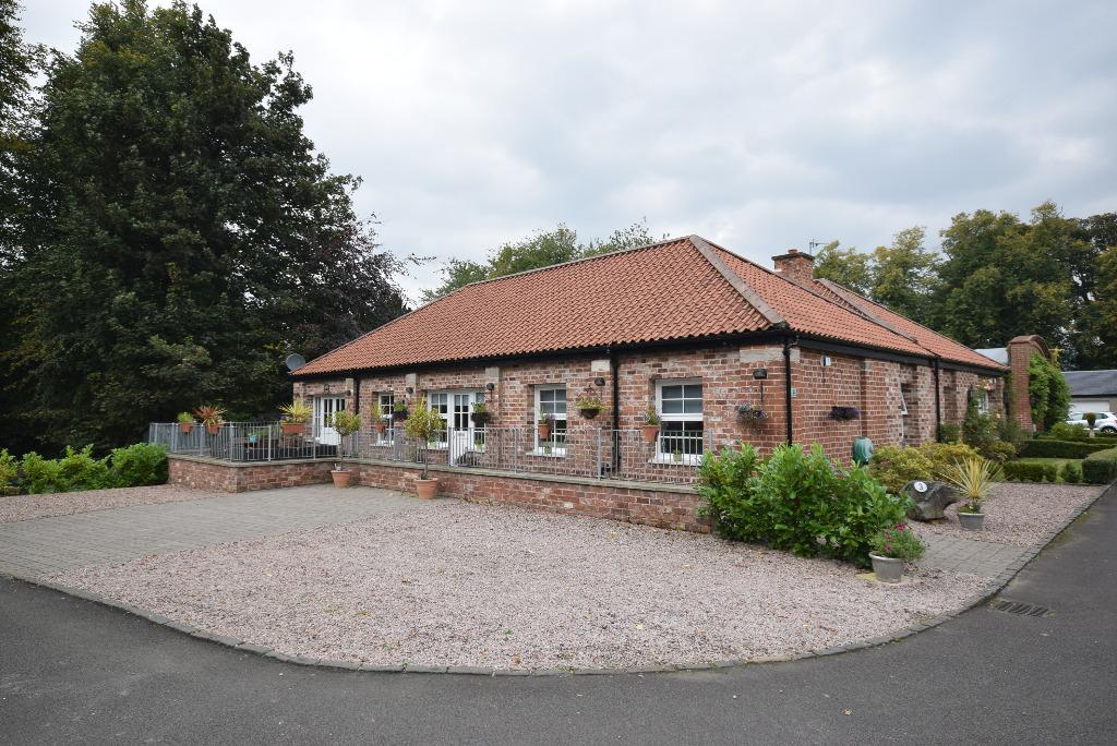 3 Bedrooms Bungalow for sale in Home Farm Steading , Ferry Road , Bishopton , Renfrewshire , PA7 5DF