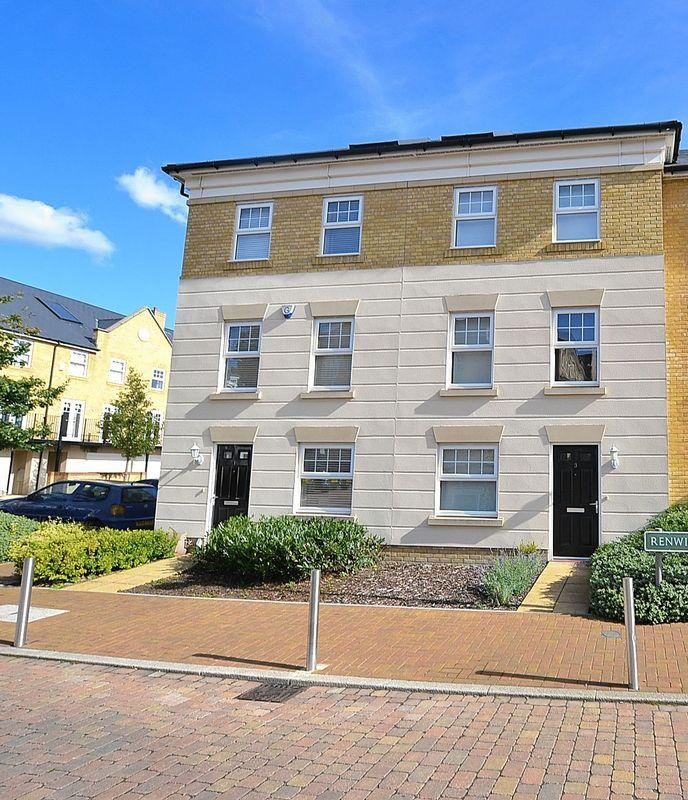 3 Bedrooms Terraced House for sale in Renwick Drive, Bromley