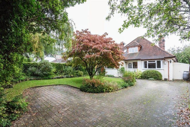 5 Bedrooms Detached House for sale in BROCKHAM