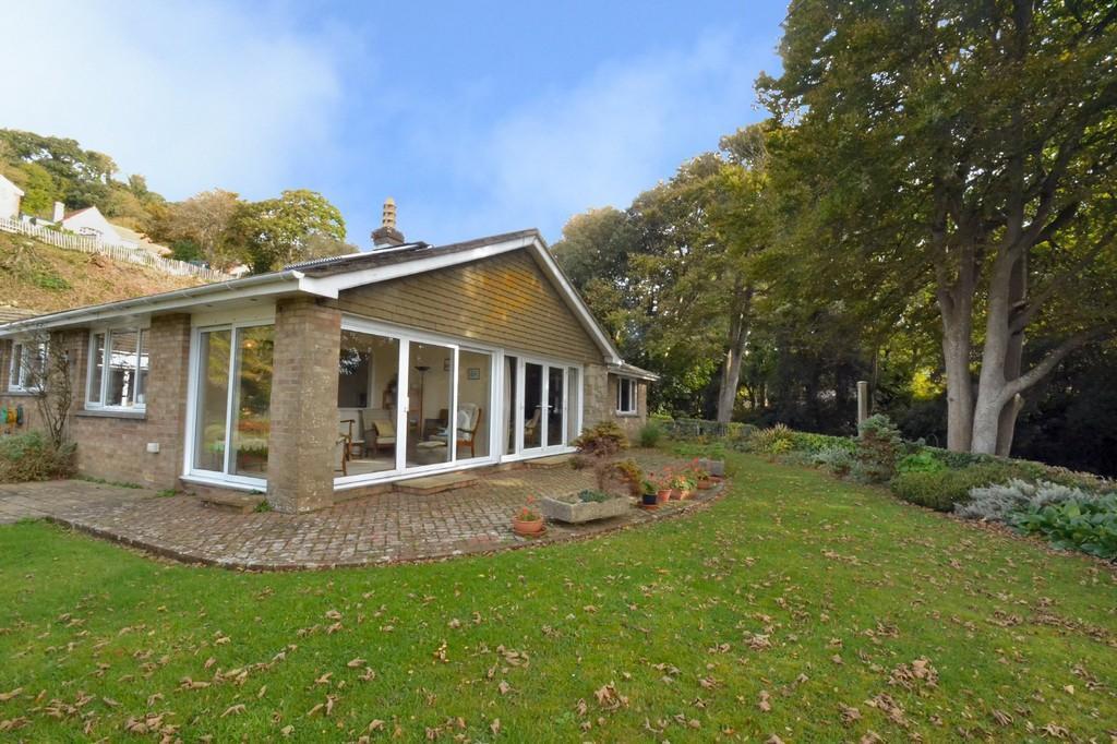 3 Bedrooms Detached Bungalow for sale in Undercliff Gardens, Ventnor