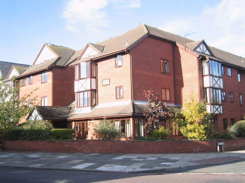 2 Bedrooms Apartment Flat for sale in Birkenhead Road, Hoylake
