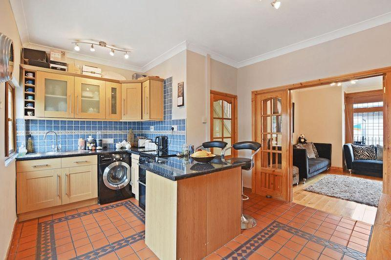 3 Bedrooms Terraced House for sale in Stornoway Road, Southend-On-Sea