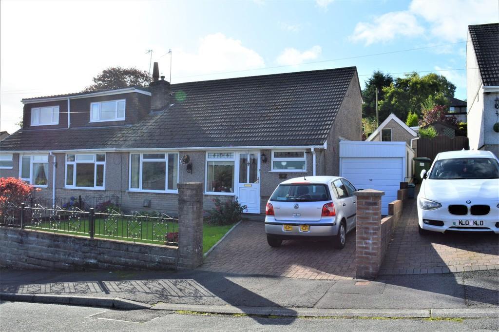 3 Bedrooms Semi Detached Bungalow for sale in Hillside Terrace, Tredomen, Ystrad Mynach