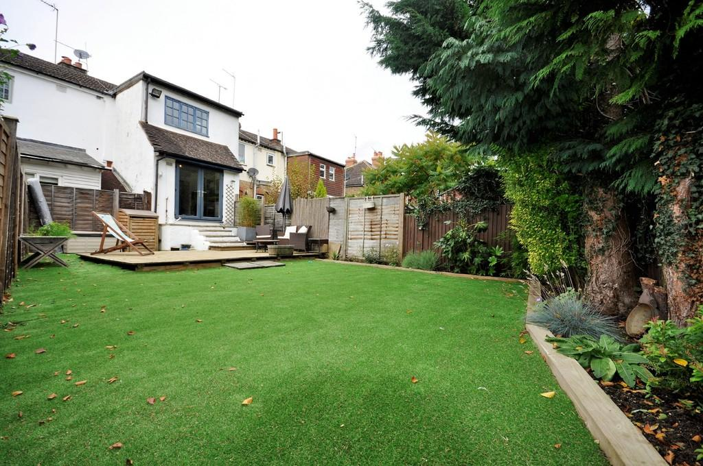 2 Bedrooms Cottage House for sale in Portsmouth Road, Godalming