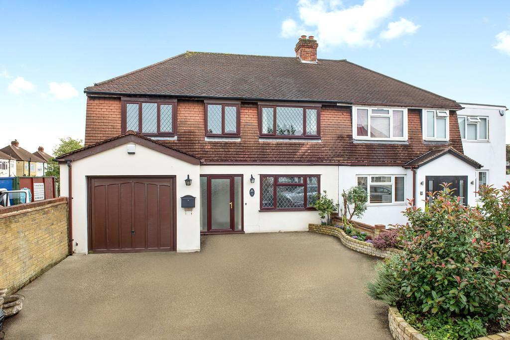 4 Bedrooms Semi Detached House for sale in Ashcroft Road, Chessington