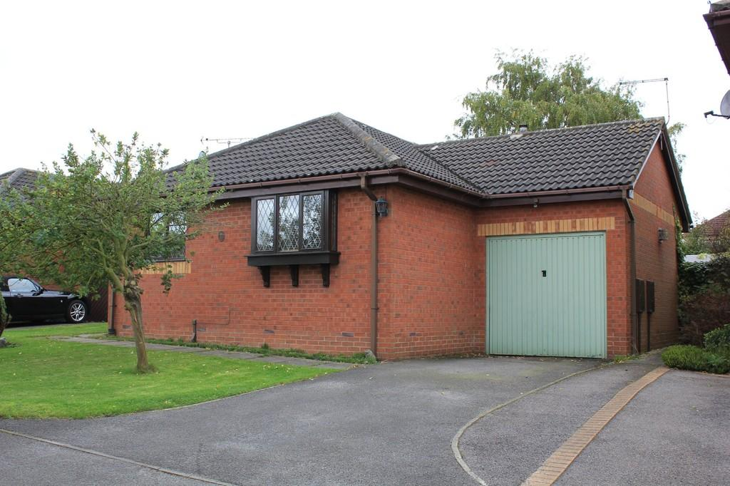 2 Bedrooms Detached Bungalow for sale in 27,Oak Tree Road, Clowne