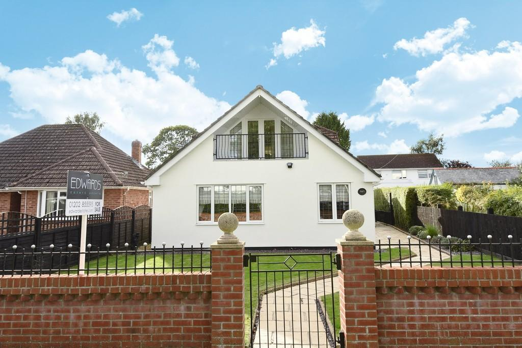 4 Bedrooms Chalet House for sale in Victoria Road, Ferndown